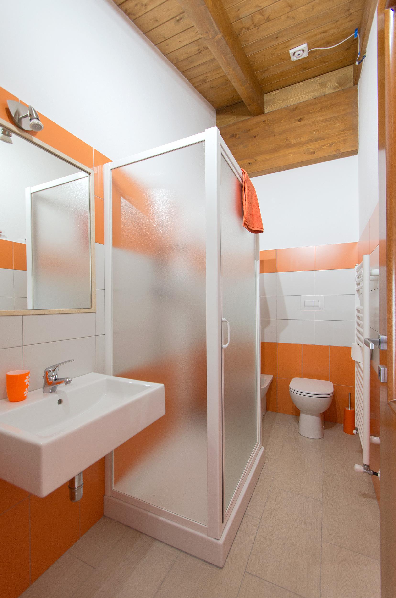 la stanza Arancione - il bagno